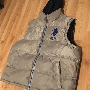 Polo vest with hoodie
